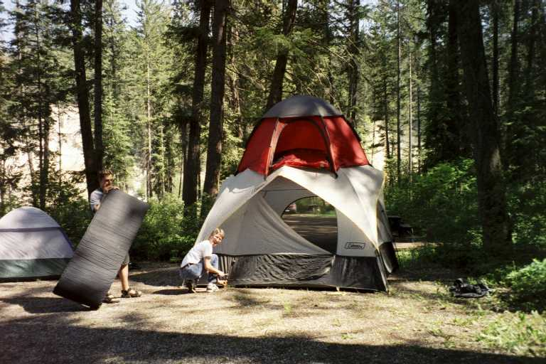 Barry sets up the two-storey tent & Golden June 2002